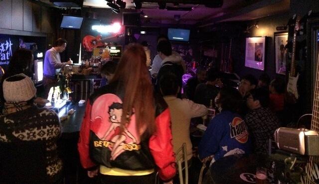 千葉エイトビートで「ネオ☆ブラボーズ!」のライブを待つお客さんたち