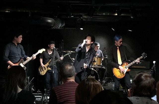 上野ファビュラスギターズで演奏する社会人バンド