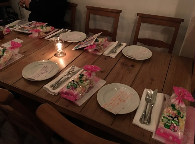 渋谷ナヴァーにて開催されたディナーショーのテーブル席