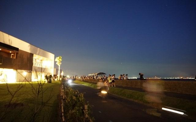 2019年8月3日幕張ビーチ花火フェスタへと向かう人々