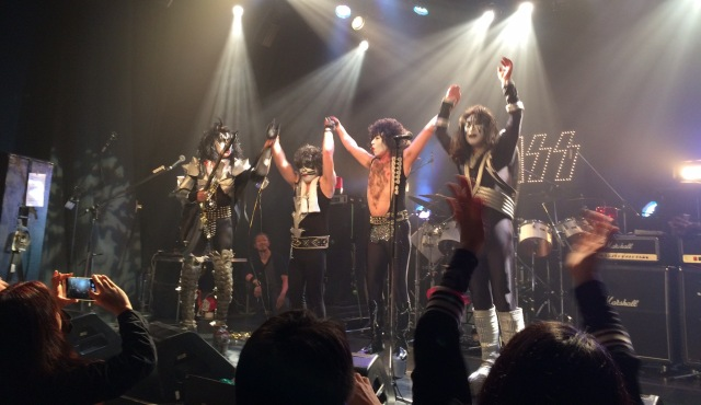 初台ドアーズで開催されたJoke'd KISSライブのフィナーレ場面