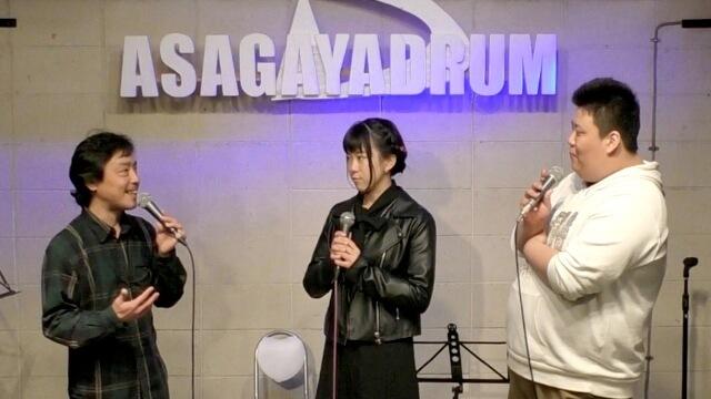 あさがやドラムでオーナーの小川さんが「七歌」と「たけ」にイベントの説明をしている場面