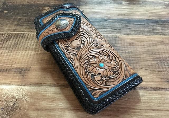 T-bone Leatherで制作された革製スマホケース