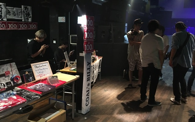渋谷wombでのライブの物販ブース