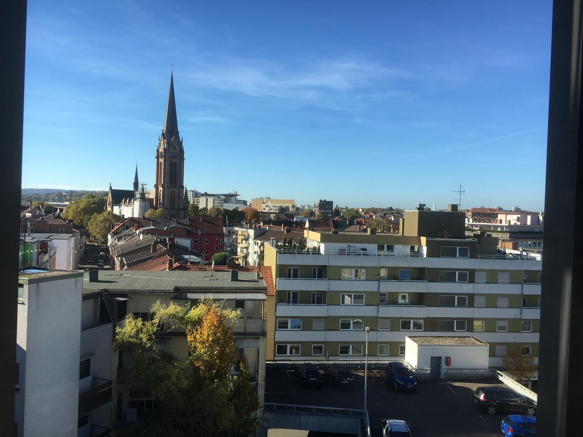 Blick aus dem Wartezimmer auf die Stadt