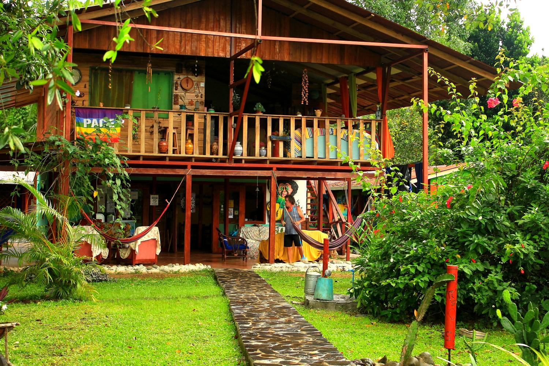Hostel Hakuna Matata, Cahuita. COSTA RICA. missaventure blog