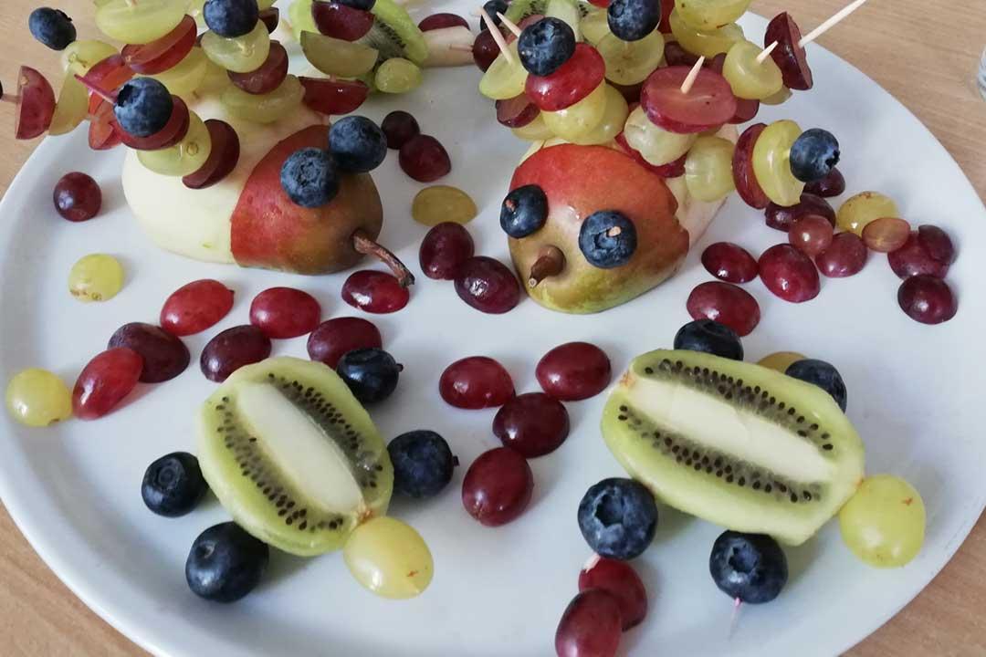 Krippenpädagogik - Obstteller anrichten