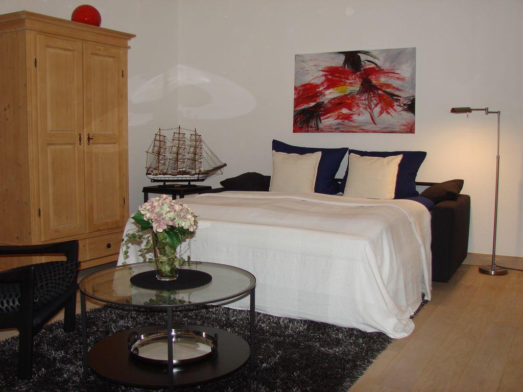 Schlafzimmer EG mit gerichtetem Bett