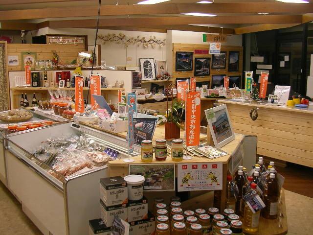 冷蔵、地元海産物や加工品などもございます。
