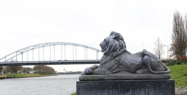 Betonnen leeuw, amsterdam beton, hoofddorp, haarlem. amsterdam-rijnkanaal