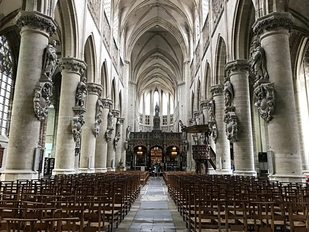 Interieur St Gummaruskerk