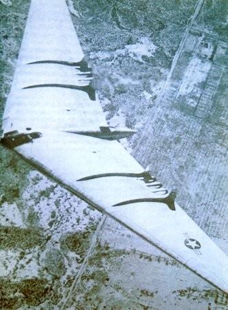 Copia dell'H-4 Horten: l'YB49 americano