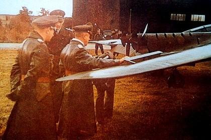 Ufficiali tedeschi alla vista di un Horten - Gottingen 1943