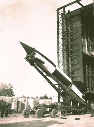 La V-2 tedesca costruita da Werner Von Braun, precursore della futura missilistica americana per lo spazio
