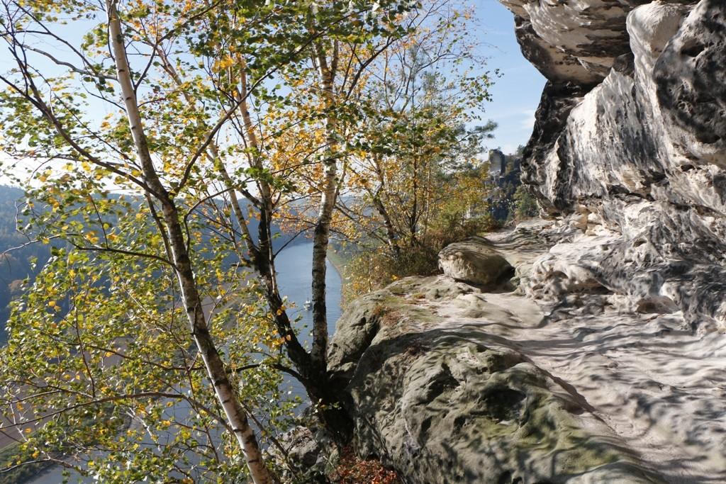 Hier am Tiedgefels beginnt die bekannte Rahmhanke, ein nicht ungefährlicher Klettersteig bis hin zum Hirschgrund.