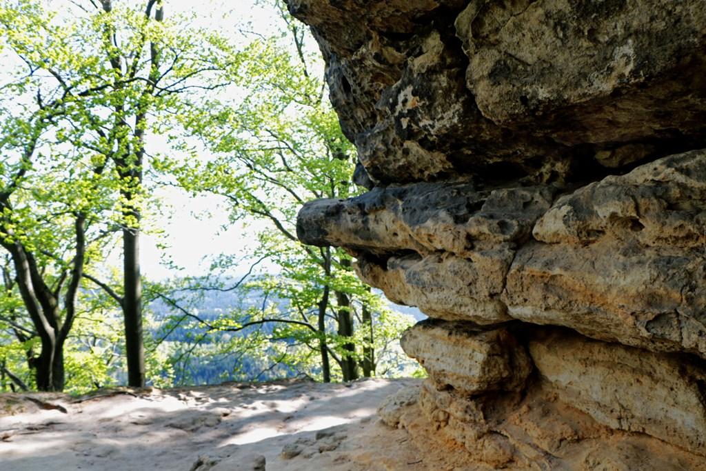 ...das ist so ein Felsvorsprung, typisch für das Labské pískovce (Elbsandsteingebirge)!