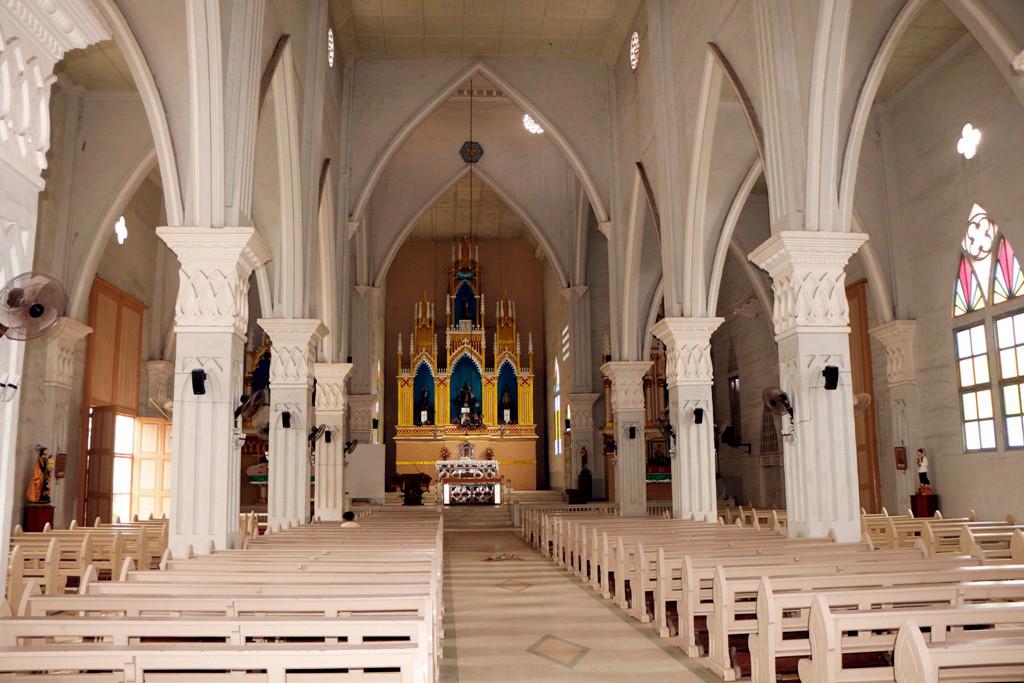 ...das gut in Schuss befindliche Kirchenschiff, ein Ort der Ruhe und Besinnklichkeit, auch für den Touristen.