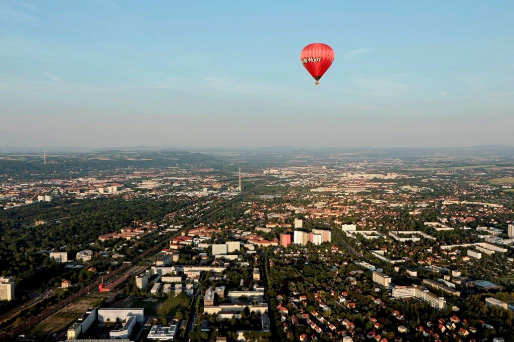 dto. ganz links der Fernsehturm in DD- Rochlitz, noch weiter hinten das Schönfelder Hochland