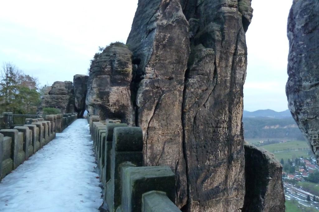 Im Januar 2011 war die Basteibrücke komplett vereist - absolute Rutschgefahr!