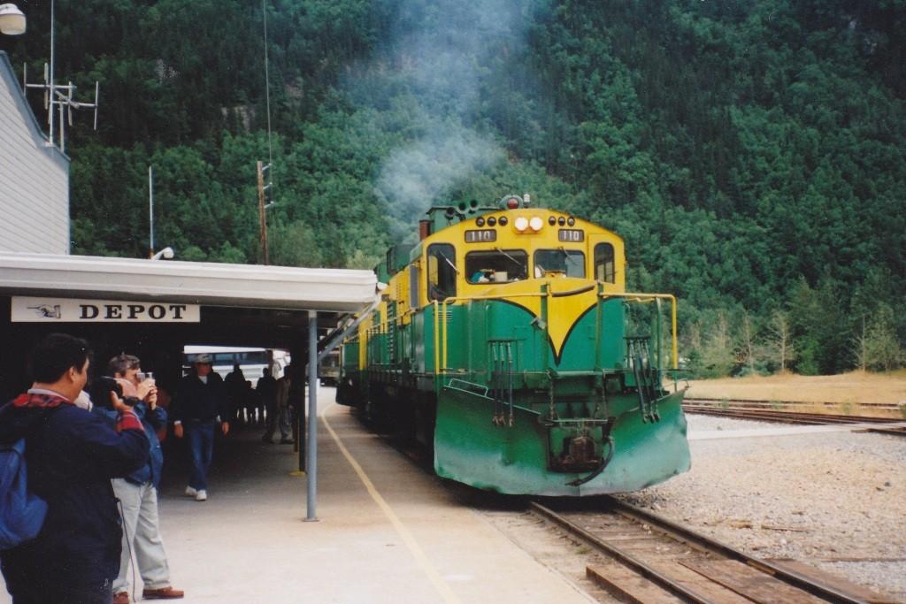Lok der WP&YR am Bahnhof von Skagway