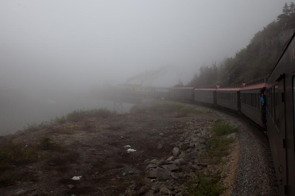 Wir haben es gleich geschafft, nur noch wenige Meter bis zu White Pass der voll im Nebel steht