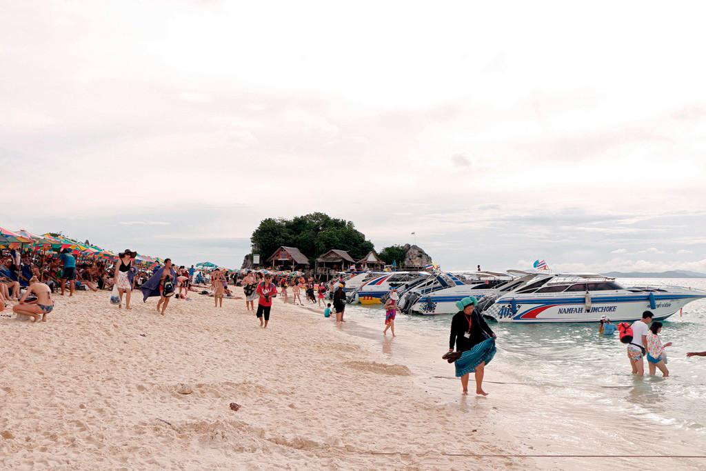 Auf Wiedersehen Khai Island. Sie kann nichts für die hier teils horrenden Preise für trinkbares und Souvenirs.