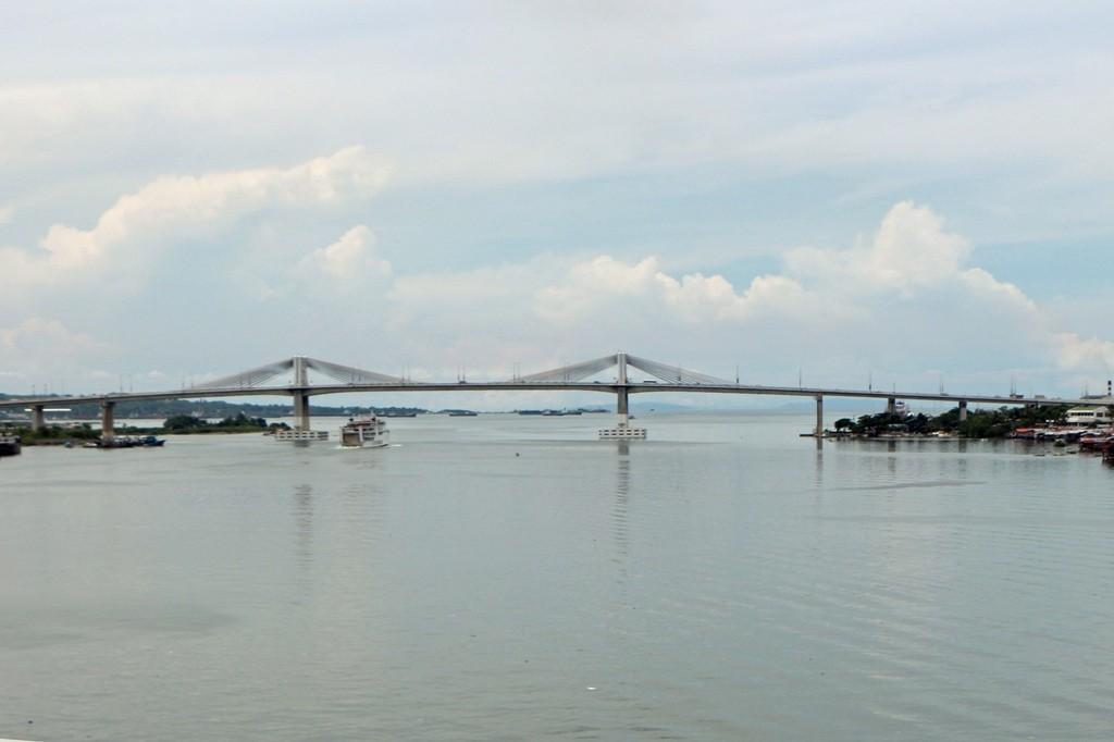 Im Nordosten sieht man die Marcelo Fernan Bridge