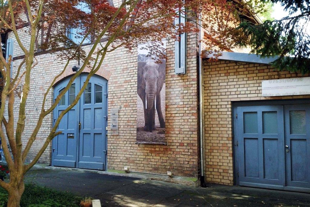 Eingang zu Foto Art - Mehr als nur scharfe Bilder, ehemals eine Maschinenfabrik