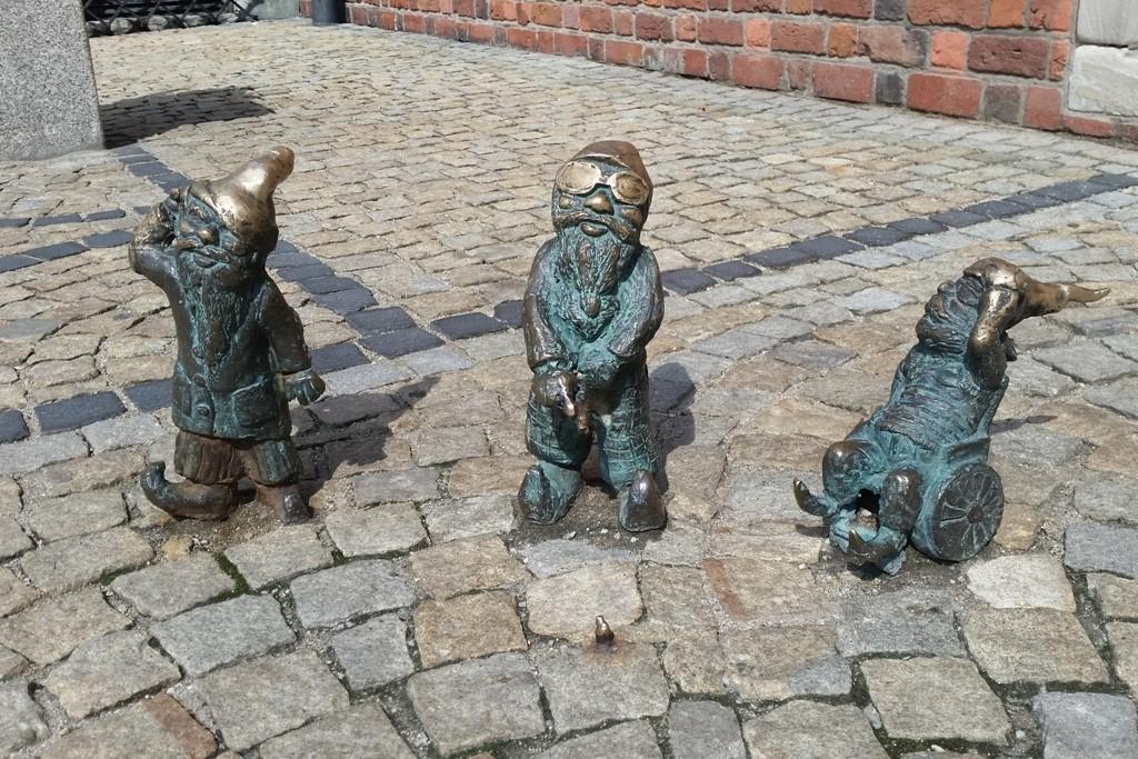 Das sind Głuchak, Slepak und W-Skers vor dem Rathaus
