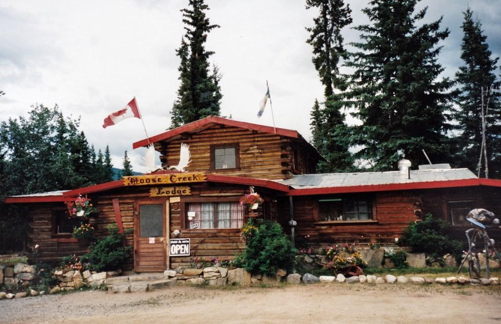 Die Moose Creek Lodge auf der Fahrt nach Dawson City