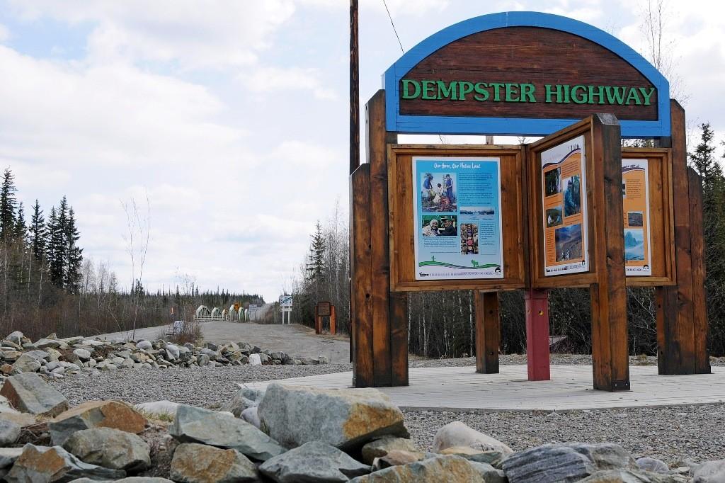 """Etwa 40 Km vor Dawson City beginnt der Dempster HWY. Hierhin fuhren wir am nächsten Tag um das Abenteuer """"Go to North"""" fort zu setzen."""
