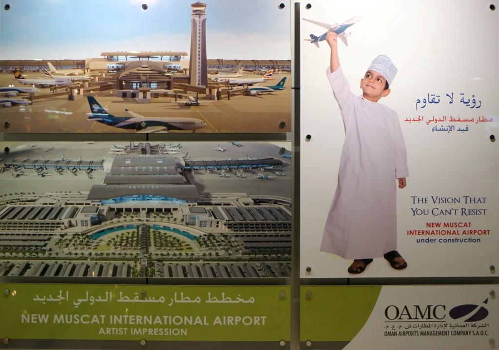 Werbewand der Fluggesellschaft Oman Air im Airport von Muscat! Oman Air ist eine sehr gute Airline finde ich, ähnlich wie die Emirates. Guten Flug kann ich da ruhigen Gewissens sagen!