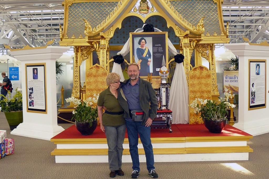 Abschied von Bangkok vor höficher Kulisse