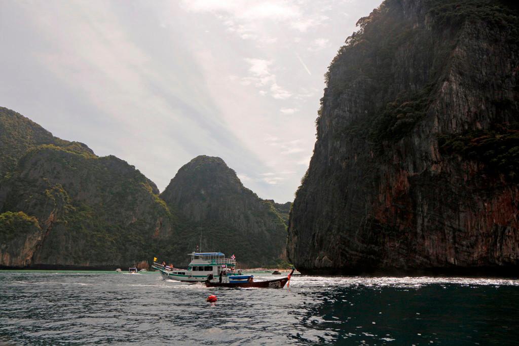 """Einfahrt in die mittlerweile weltbekannte (Film """"The Beach"""") Maya Bay"""