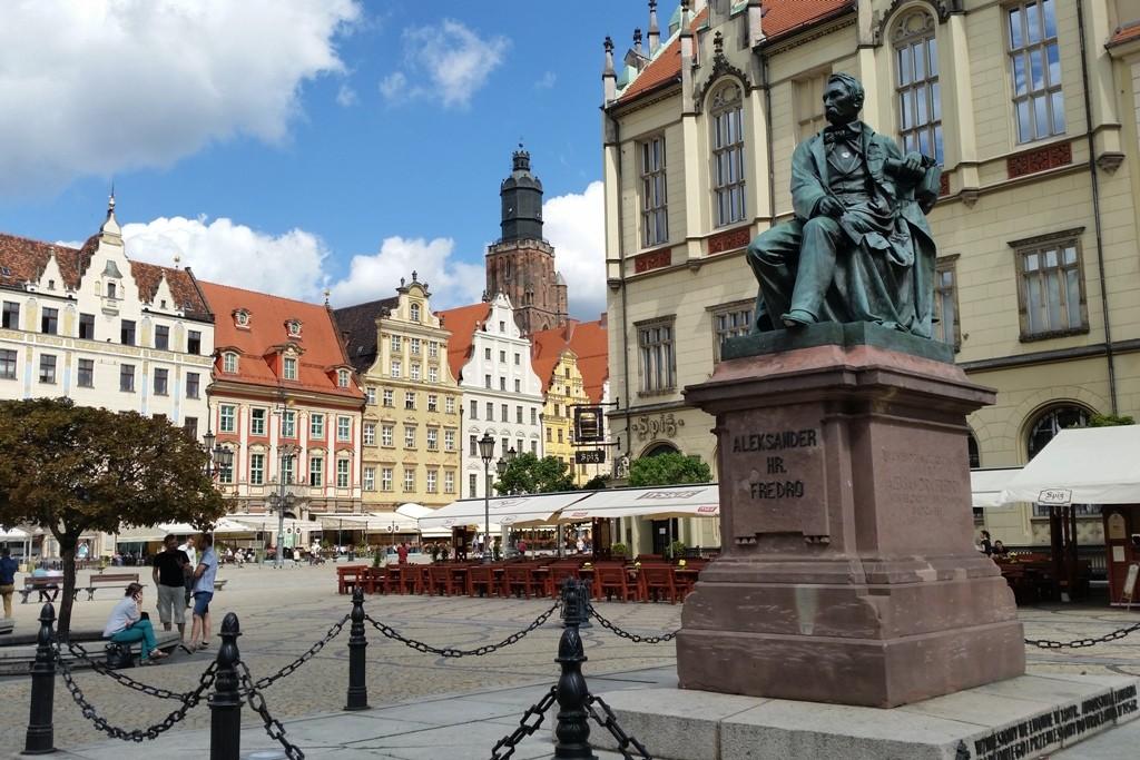 Der Rynek mit dem Denkmal des polnischen Dramatikers Aleksander Graf Fredro