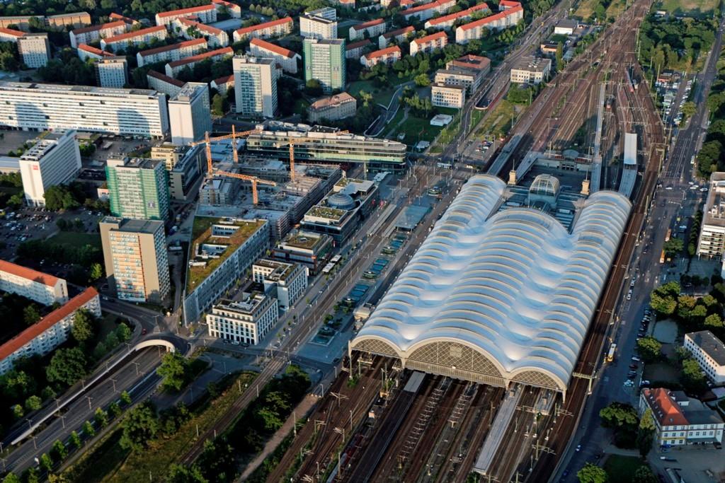Der Hauptbahnhof Dresden, wie er jetzt besteht wurde er 1898 als Insel- und Kopfbahnhof in Betrieb genopmmen