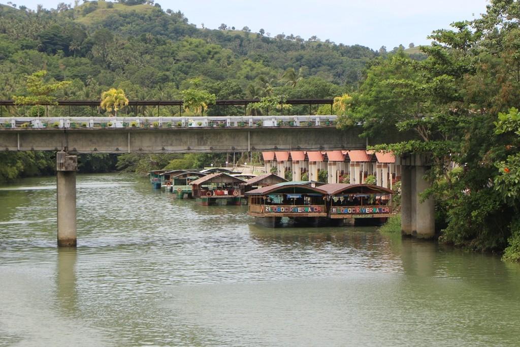 """...Anlegestelle der Riverboote für eine Loboc """"Kreuzfahrt""""!"""