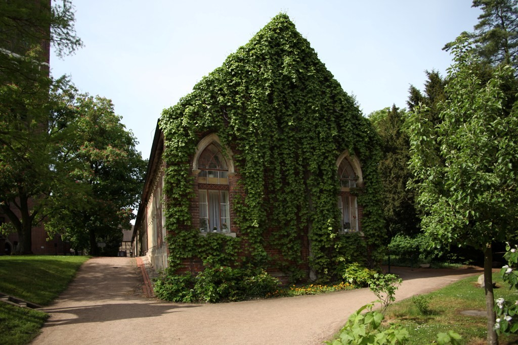 Der Marstall neben der Petri-Kirche am Wörlitzer Park