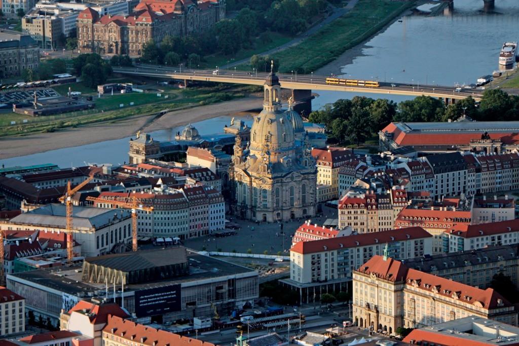 """Und weil es so schön war, gleich noch einmal die Altstadt mit der Frauenkirche (einst """"Kirche unserer lieben Frau""""), die 1743 fertig gestellt, durch das Inferno am 14.02,1945 zerstört und am 30.10.2005 wieder veröffnet wurde ist Wahrzeichen Dresdens"""