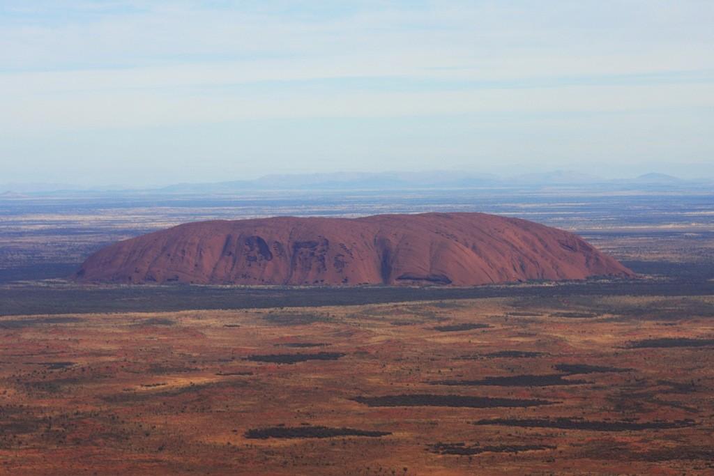 """Es ist schon ein imposanter """"Monolith"""", dieser 348 m hohe und 9,4 km umfangende, 1993 von Ayers Rock umbenannt """"Uluru""""!"""
