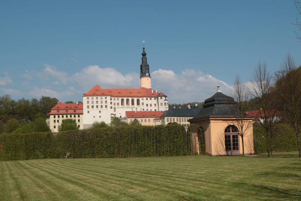 Das Schloss Weesenstein vom Schlossgarten aus gesehen
