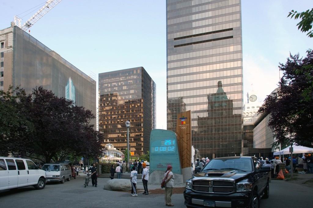 Robson Ecke Burrard Street, Stahl viel Glas und Beton prägen das moderne Vancouver