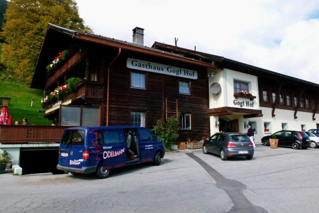 """Mittagessen im Gasthaus """"Goglhof"""" in Fügen oder genauer, auf dem Fügenberg, das war schon erste Sahne von der Mahlzeit her und vom  fast uneingeschränkten  Panoramablick"""