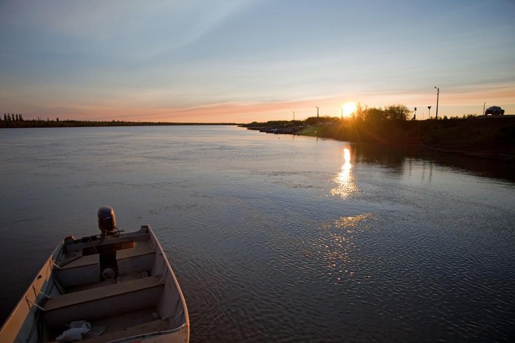 Mitternacht ist schon vorbei. Foto entstand 0:45 Uhr (NWT Zeit) im Mackenzie Delta