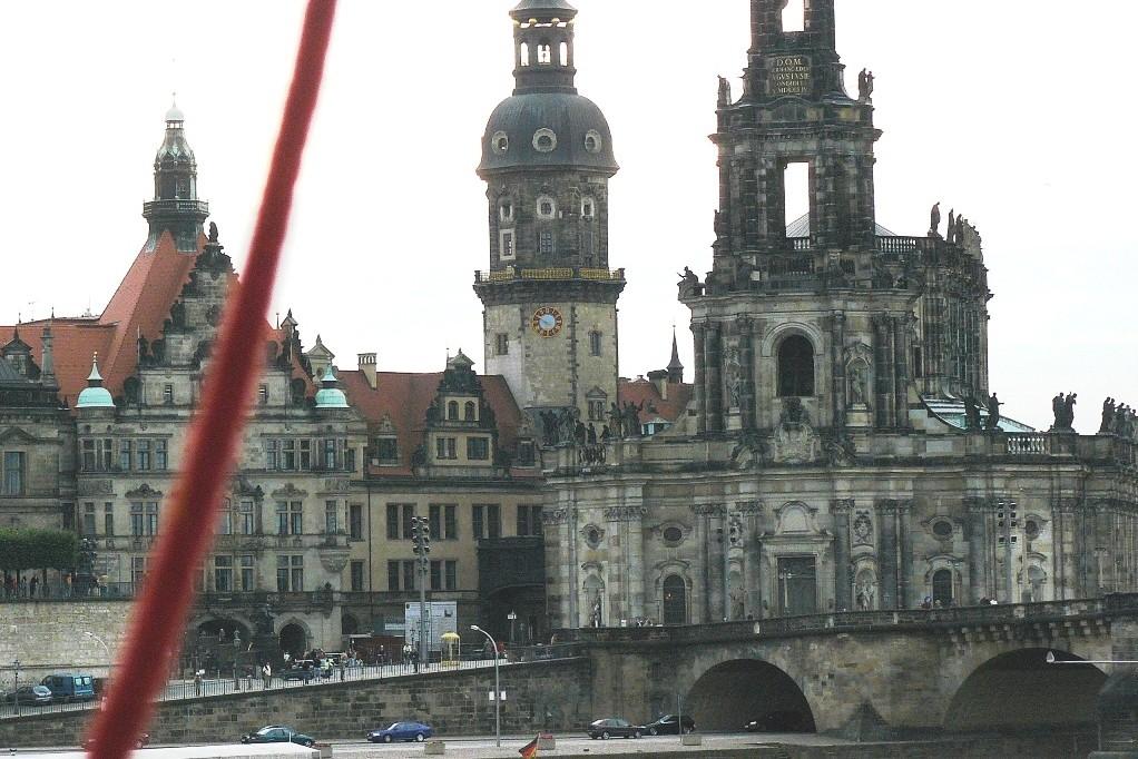 ...der Ballon hebt ab und schwebt in Richtung Frauenkirche