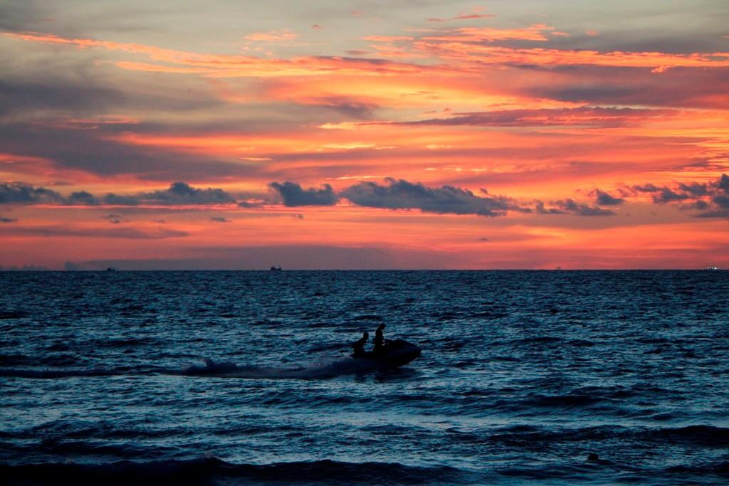 ...kurz vor dem entgültigen Eintauchen der Sonne ins Meer