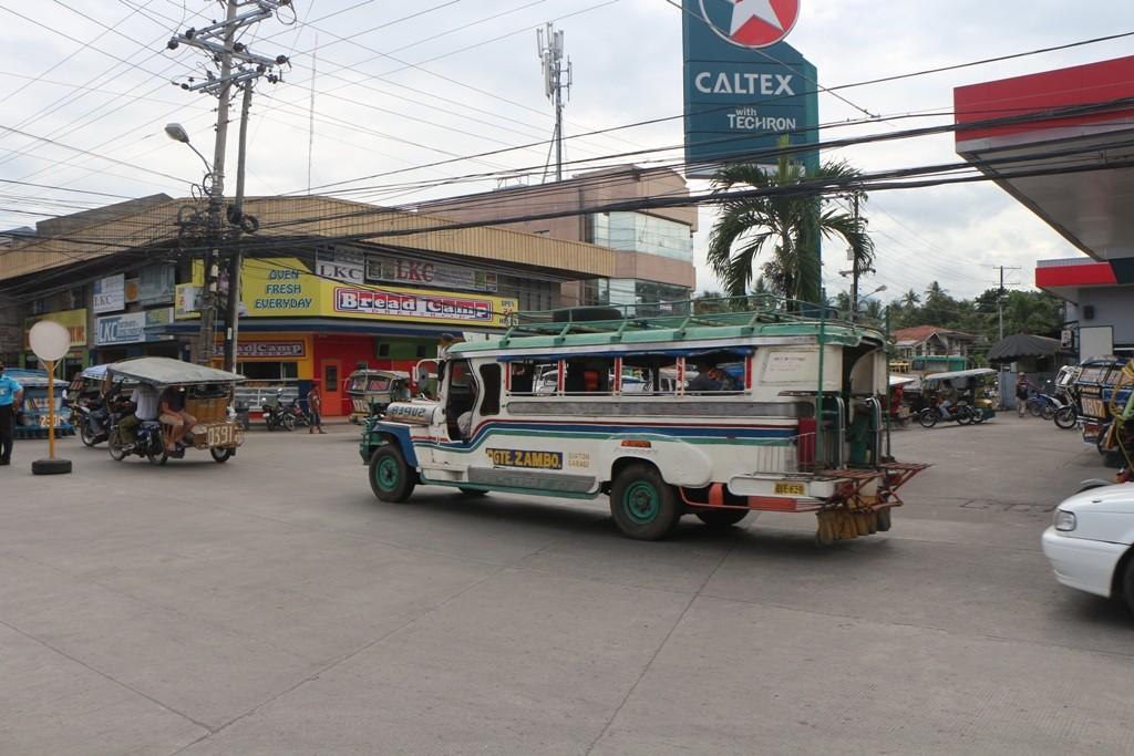Mit solch einem Jeepney bin ich Minuten später nach Dauin gefahren!