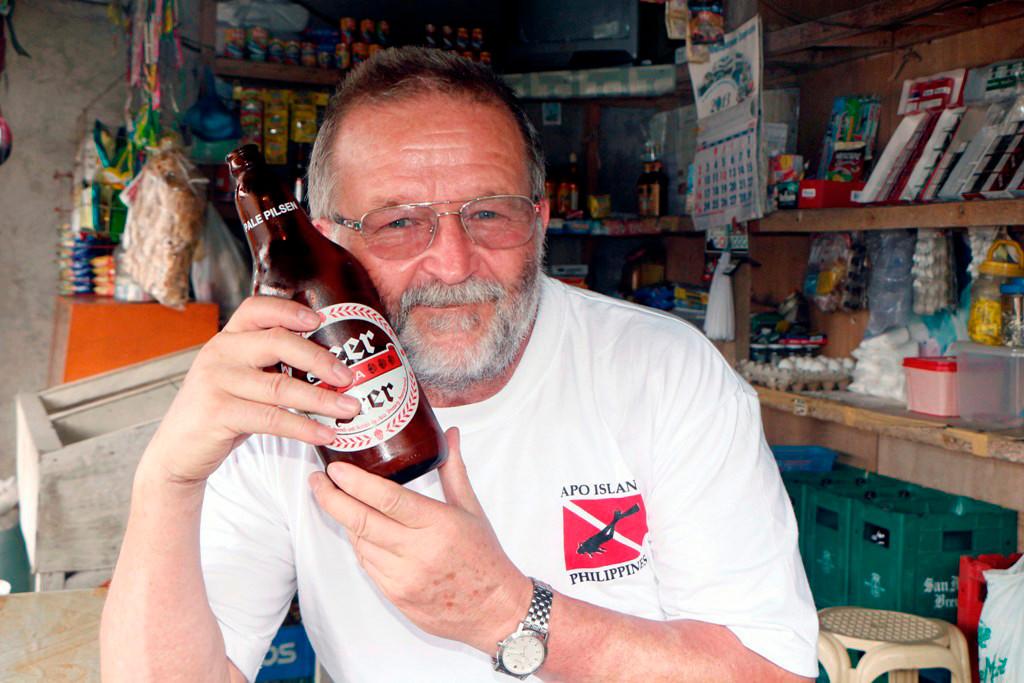 """Ich bin glücklich, erstens wegen des kühlen """"Nasses"""" und wo bekommt man schon 1 Liter Bier für nur 1,07 € in der Welt"""
