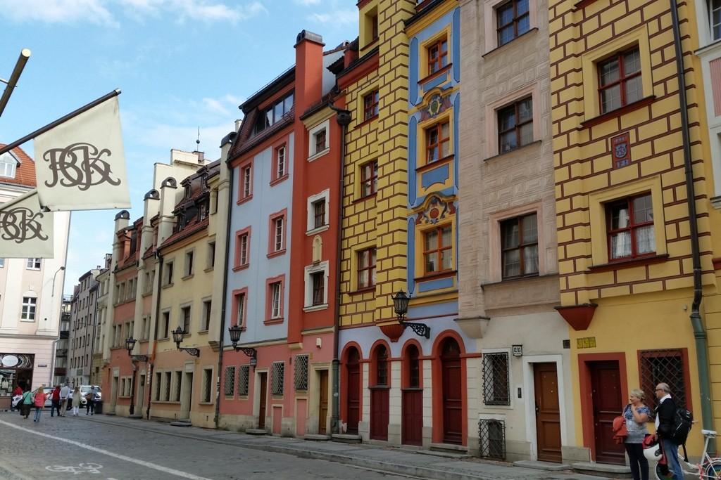 Frabintensive Fassadengestaltung auf einer Nebenstraße vom Rynek