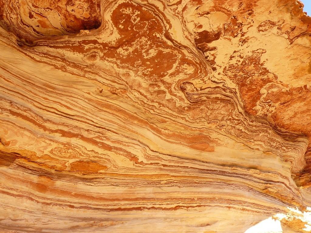 Ausgewaschene Sandsteinüberhänge sind das nächste fotografische Ziel